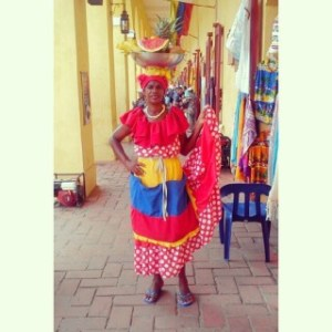 La palenquera, vendedora de frutas, figura típica de Cartagena